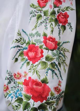 "Белая блуза с ручной вышивкой ""алая роза""  блуза вышиванка"