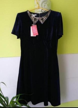 Красивое платье с вышитым бисером воротничком от monsoon