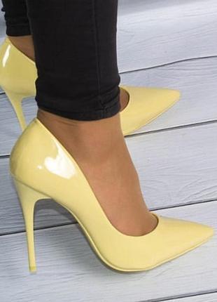 Яркие солнечные туфли лодочки фирмы stefani
