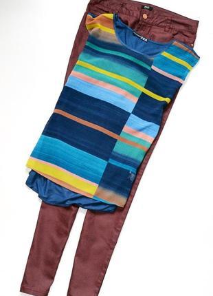 Интересная футболка блуза с разноцветным принтом