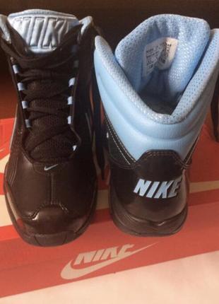 Новые кроссовки nike (размер 40)