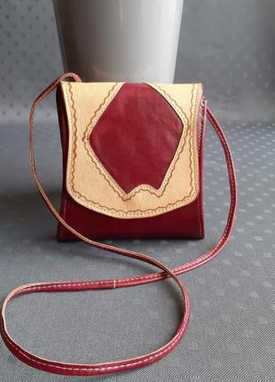 Кожаная небольшая сумка hand made на длинном ремешке