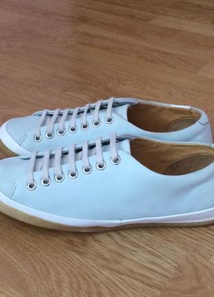 Кожаные кроссовки clarks 39 размера в отличном состоянии.
