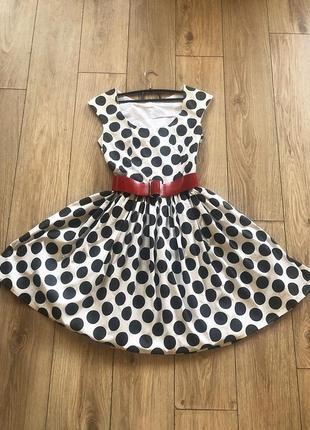 Красивое платье в стиле 60-х