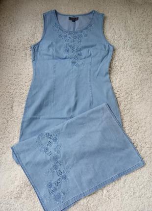 Красивое джинсовое платье с вышивкой