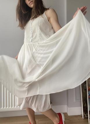 Белый летящий сарафан с вышивкой3 фото