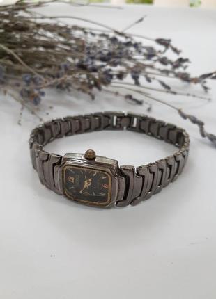 Часы кварц с металлическим черненным браслетом