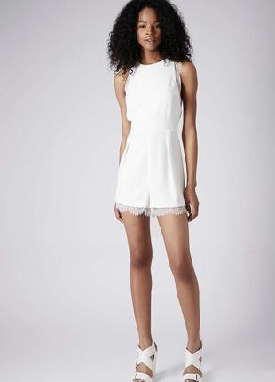 Комбинезон шортами в бельевом стиле белый с кружевом topshop