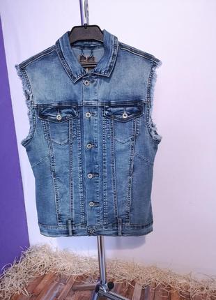 Прямая джинсовая жилетка, много карманов