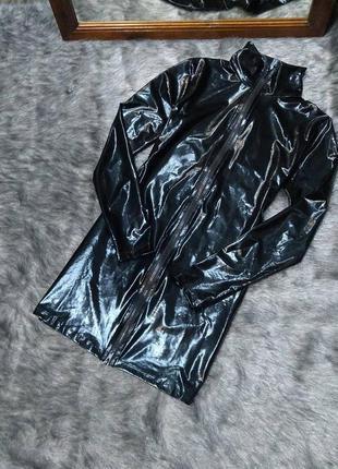 Лакированное платье на молнии
