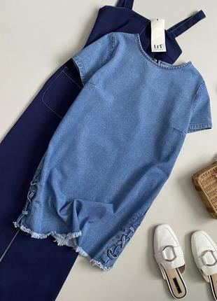 Крутое джинсовое платье со шнуровкой и необработанным краем denim co