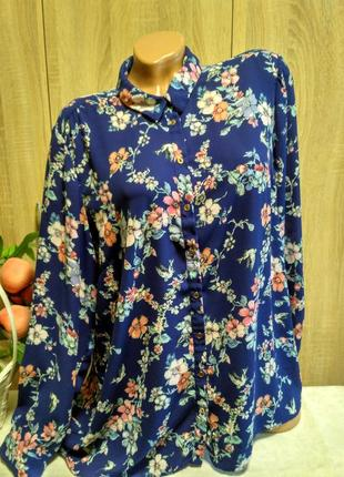 Красивая блуза с удлиненной спинкой  в принт цветы и птички