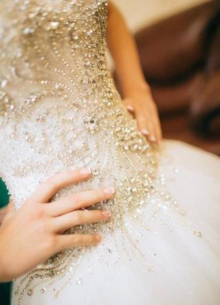 Свадебное платье шикарное в камнях!