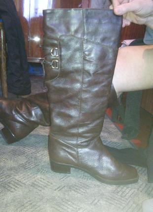 Шикарные кожаные итальянские сапоги на большой размер ноги(42)