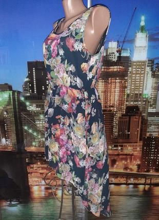 Стильное вечернее платье в цветочном принте шлейфовое