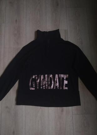 Чёрный свитер с горлом