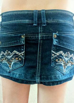 Короткая джинсовая юбка с потертостями и фурнитурой,молодежная одежда,одежда в стиле кежуал