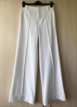 Белые брюки-клёш с высокой посадкой stradivarius / s
