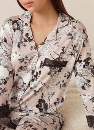 Женская пижама с кружевом - тёмные цветы3 фото