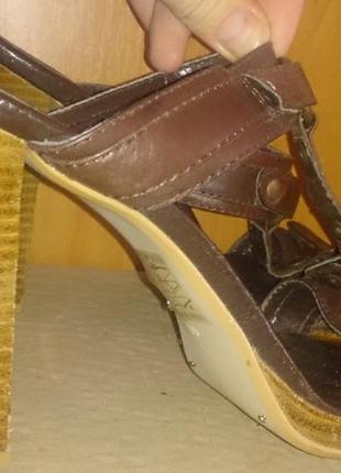 Стильні коричневі босоніжки р40 шкіра schuh