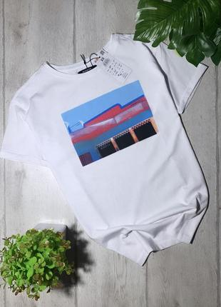 Новая футболка с принтом