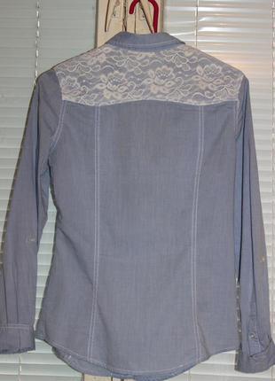 Приталенная стильная рубашка с отделкой из гипюра.2 фото