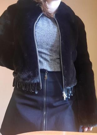 Шуба из натурального меха с кожаными вставками