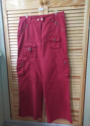 Вишневые штаны в стиле милитари