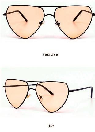 Треугольной формы в металлической оправе очки от солнца с карамельной линзой
