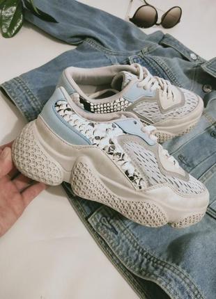Нові кросівки  супер легкі та стильні