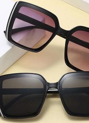 Солнцезащитные квадратные очки в черно-серо-чернильных тонах и градиентным переходом