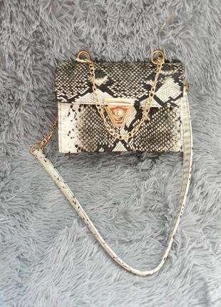 Мини сумочка из фактурной эко кожи змеиный принт