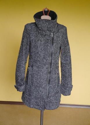 Пальто коротке з шерстю розмір l  bershka