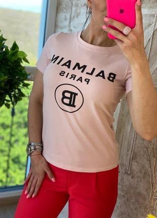 Розовая футболка с брендовым логотипом
