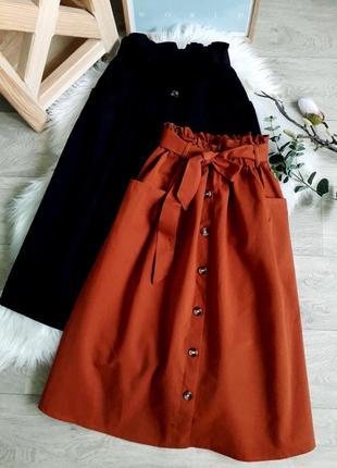 Актуальные юбки миди на пуговицах с пояском и большими накладными карманами