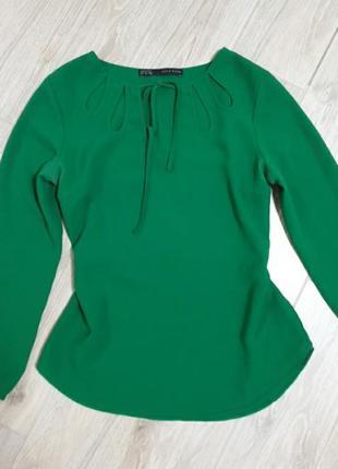 Элегантная зеленая блузка