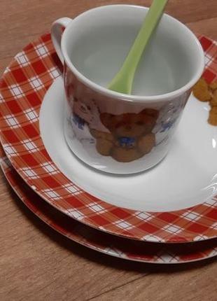 Набор посуды с мишкой две тарелки, чашка, ложка