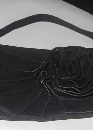 Чёрная сумка из кож.зама с большйо розой