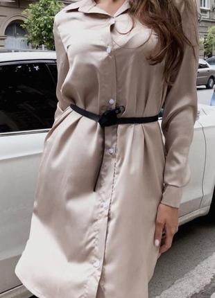 Бежевое шелковое  платье-рубашка