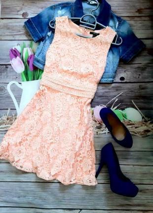 Нежное коралловое платье