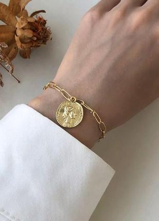 Стильный браслет цепь с подвеской монетка золотистого цвета