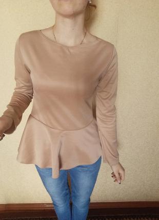 Кофта блуза с баской бежевая