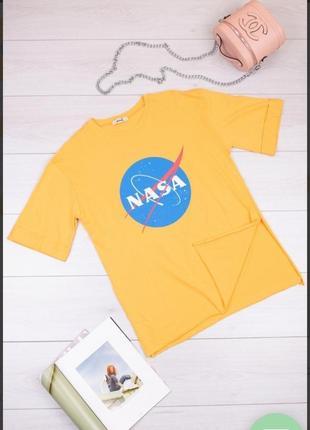 Стильная желтая футболка с надписью рисунком оверсайз