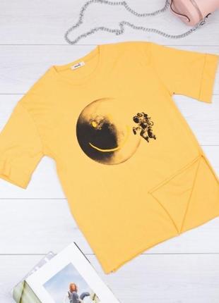 Стильная желтая футболка с рисунком принтом оверсайз