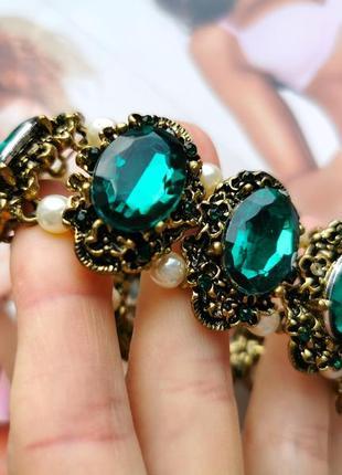 Шикарный браслет с зелеными камнями в винтажном стиле