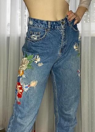 Крутые джинсы с цветочками, джинсы с цветами, вышивка