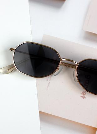 Очки солнцезащитные в золотой оправе hexagonal женские мужские черные7 фото