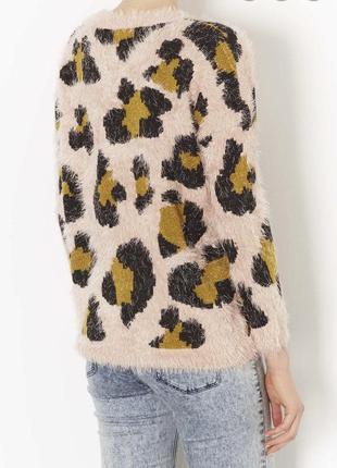 Очень стильный мягенький джемпер травка  в леопардовый принт