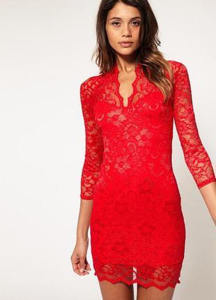 Платье с вырезом декольте фото