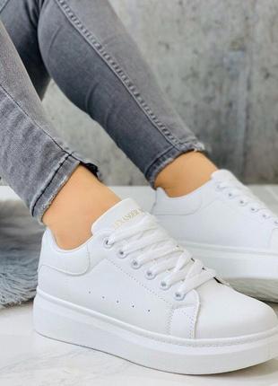 Белые кроссовки mq